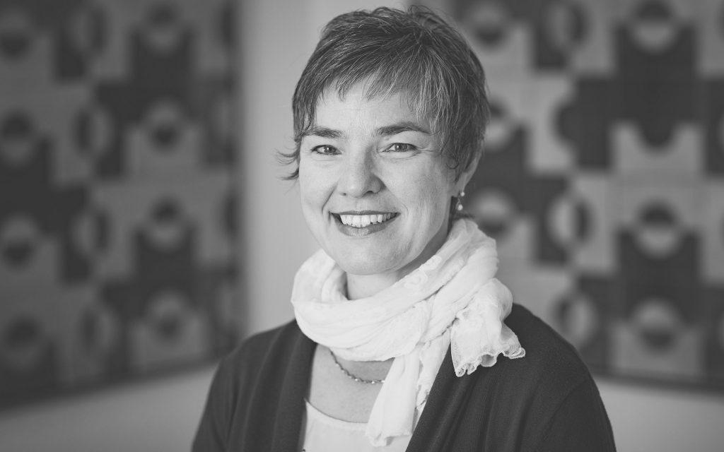 Astrid Koenig, Steuerfachangestellte