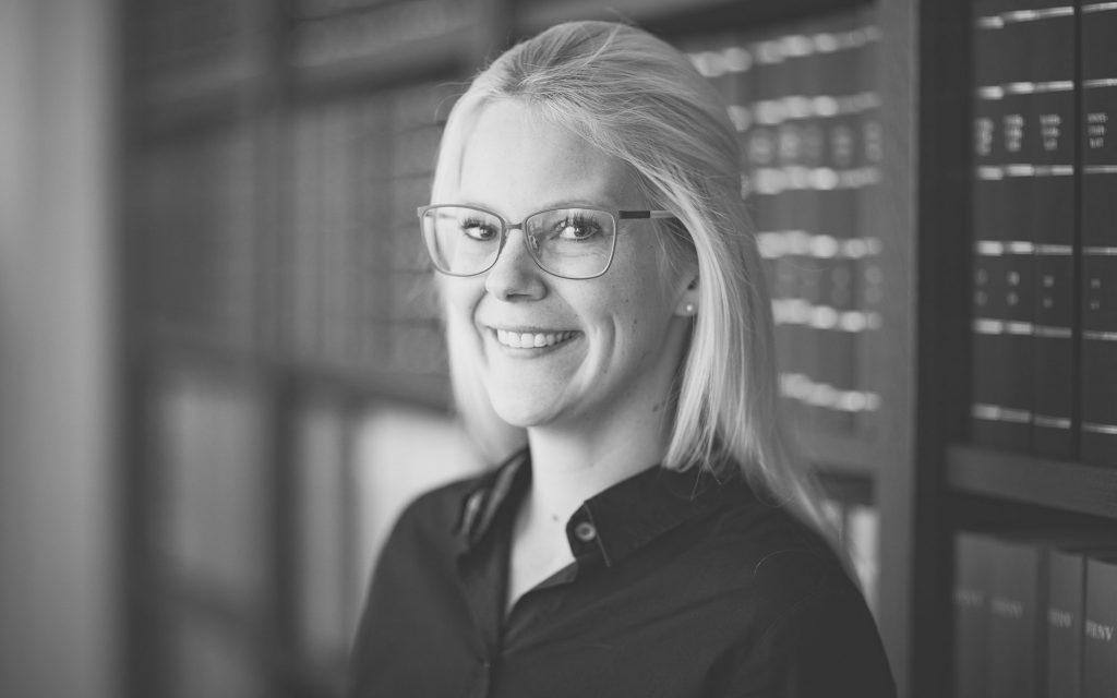 Jana Placenti, Steuerfachangestellte