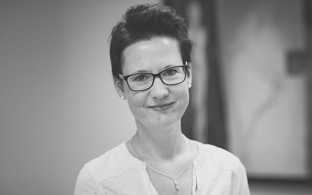 Kathy Hayk, Steuerfachwirtin