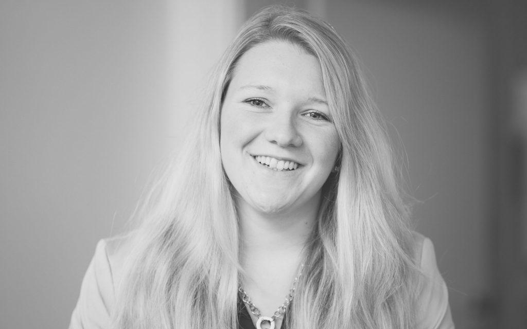Lisa Hovestadt, Steuerfachangestellte