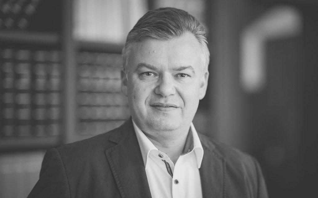 Ralf Buerbank, Bilanzbuchhalter